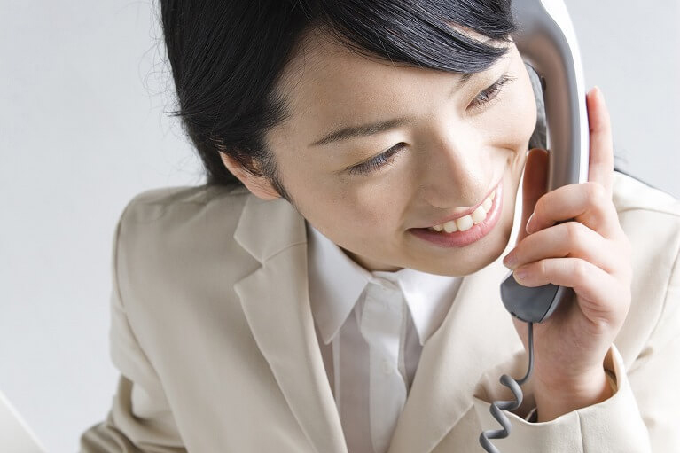 まずはお電話またはメールにて、お気軽にお問い合わせください。その際、具体的なご面談の日時を決定いたします。